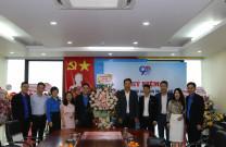 Hội Doanh nhân trẻ Quảng Ninh trao tặng lẵng hoa chúc mừng Tỉnh Đoàn Quảng Ninh nhân kỷ niệm ngày 26/3